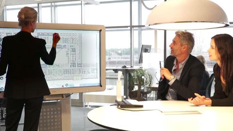 Reuniones más eficientes con pantallas interactivas