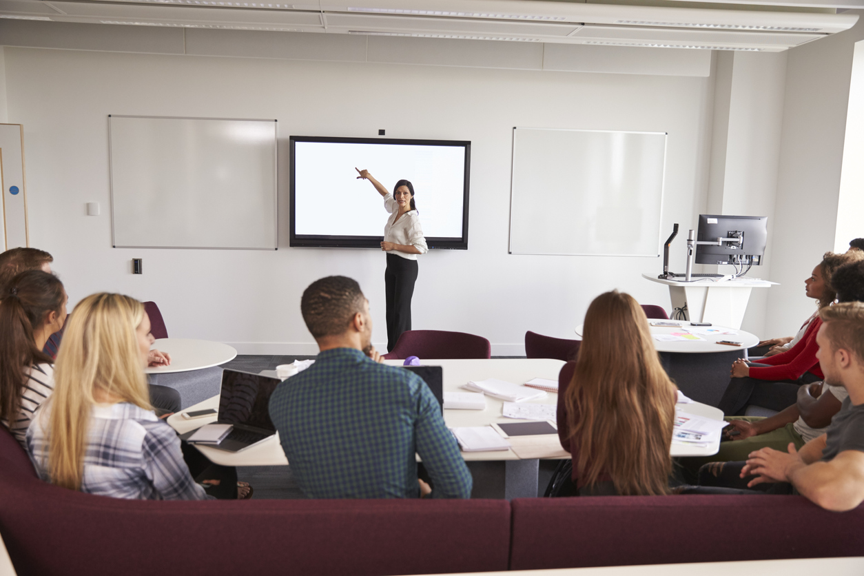 ¿Qué aporta una pantalla interactiva a mis reuniones o clases?